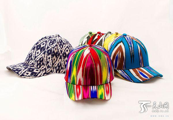 赵怡设计的创意产品——艾德莱斯绸帽子