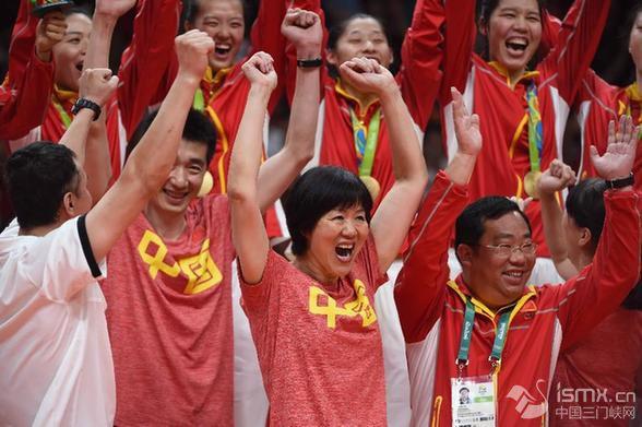 中国女排三夺奥运金牌 郎平圆梦里约