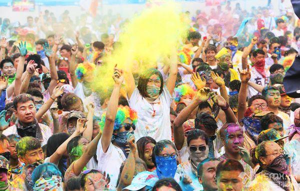 罗曼彩虹跑,1.2万余人纵情奔跑……
