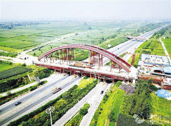 郑万高铁河南段加紧施工