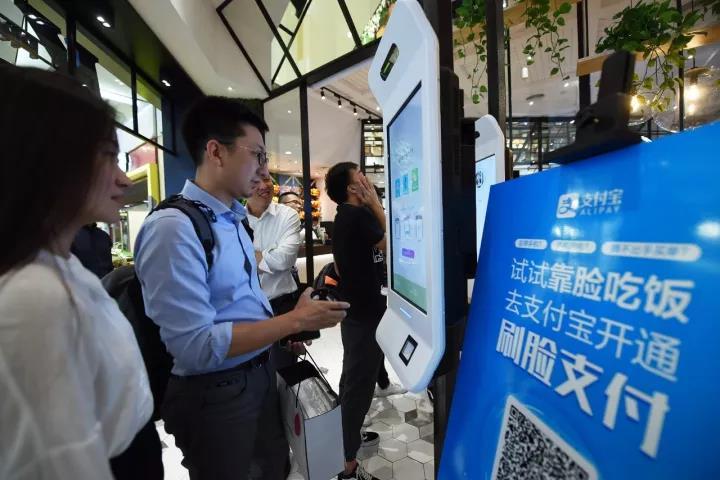 外媒关注中国人智能生活:扫码两秒刷脸三秒 生活节奏加快