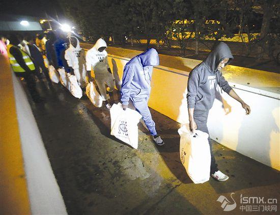 166名科特迪瓦非法移民从利比亚被遣返回国