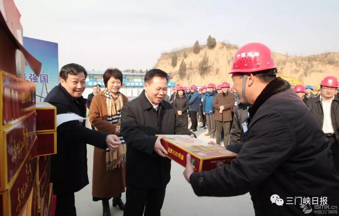 刘南昌看望慰问坚守岗位基层一线工作人员