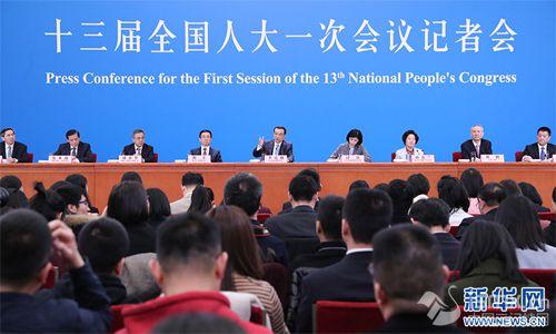 李克强总理会见采访两会的中外记者并回答提问