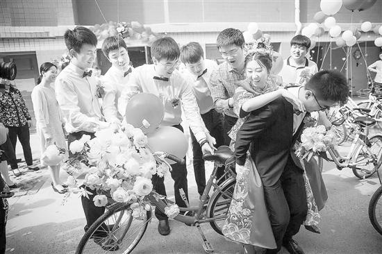 骑着单车 娶新娘