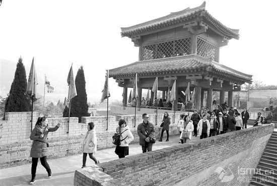 函谷关风景区引来众游客
