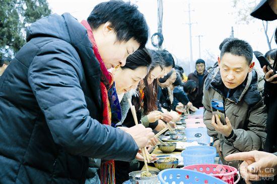 山村巧媳妇 比赛包饺子