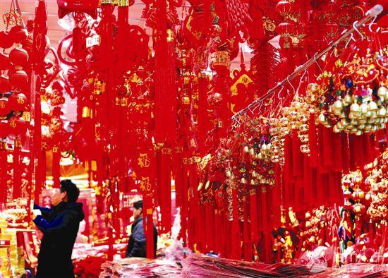 上海豫园的民俗小商品销售进入高峰
