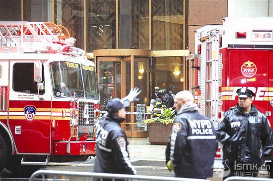 一直升机在纽约曼哈顿一大厦楼顶坠毁
