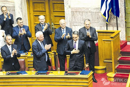 希腊新政府赢得 议会信任投票
