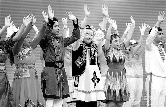 民族运动会志愿者出征仪式在郑州举行