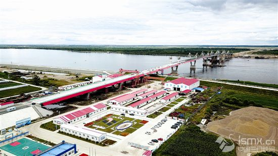 探�L中俄合建首座跨境公路大��