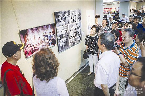 庆祝上海解放70周年摄影展开幕