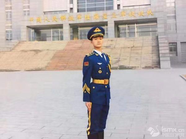 访国庆大阅兵60位标兵之一――卢氏籍战士许向峰家人