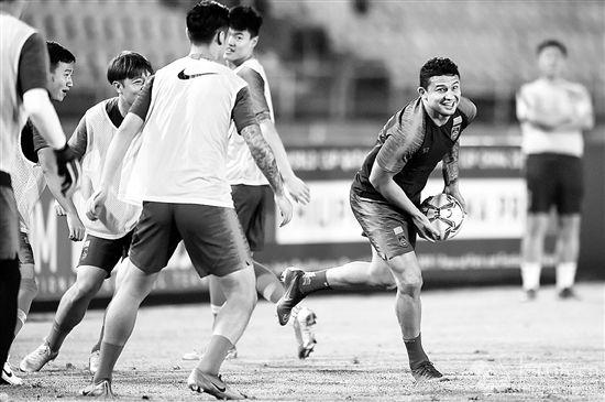 足球——世预赛:中国队在菲律宾进行赛前训练