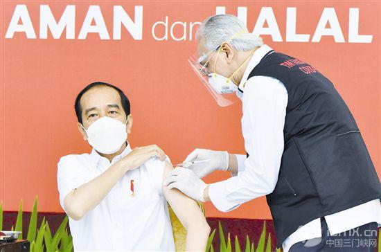 印尼总统佐科接种中国新冠疫苗