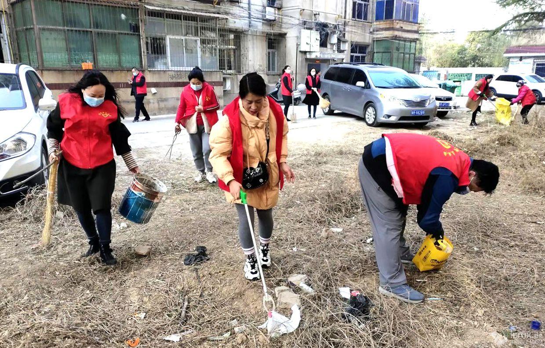 """灵宝市涧东区函谷社区:开展环境卫生整治志愿服务活动"""""""