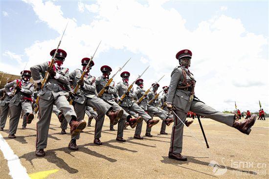 乌干达举行独立日庆典活动