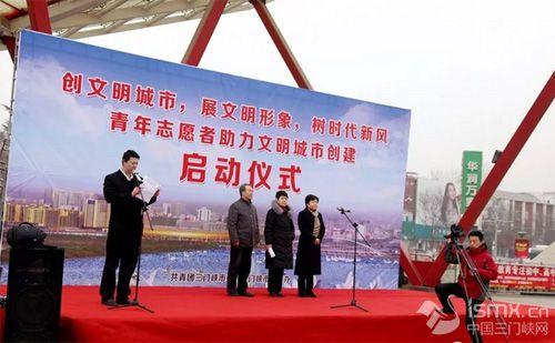 禁燃烟花爆竹 倡导绿色生活 市环保局开展助力文明城市建设广场宣传活动