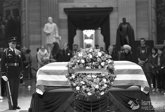 老布什停灵国会 民众排队悼念