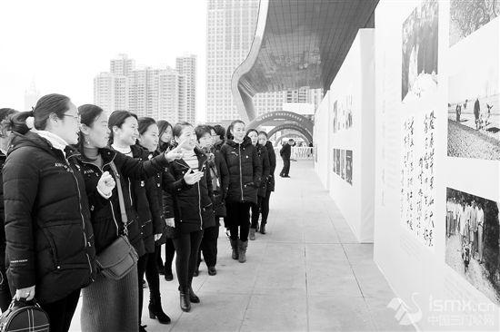 """参观""""巨变——三门峡市庆祝改革开放40周年图片展"""""""""""