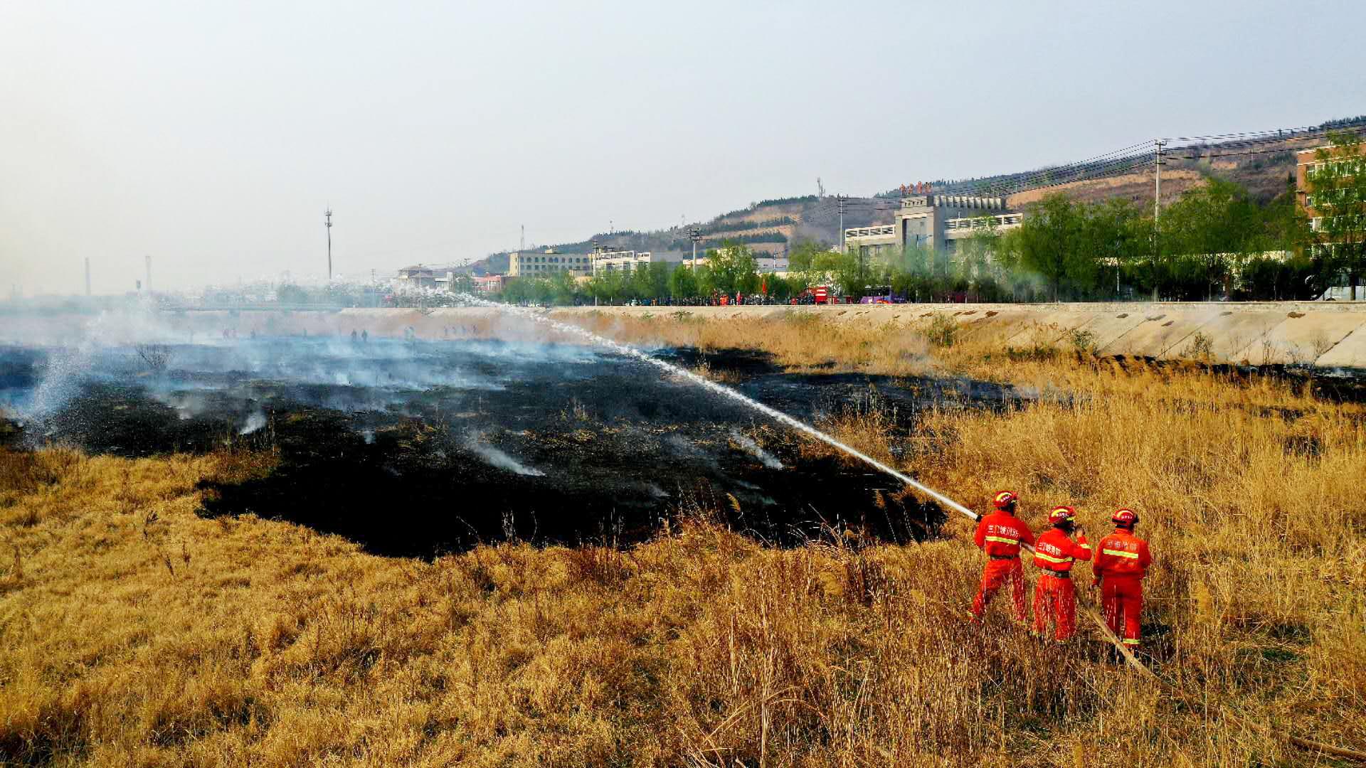 湖滨区武装部组织应急分队进行森林防火演练